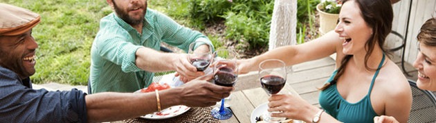 3 rules to follow when hosting a summer party